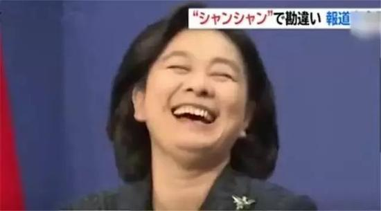 你有没有被外交部发言人华春莹的笑容刷屏?(见上图)