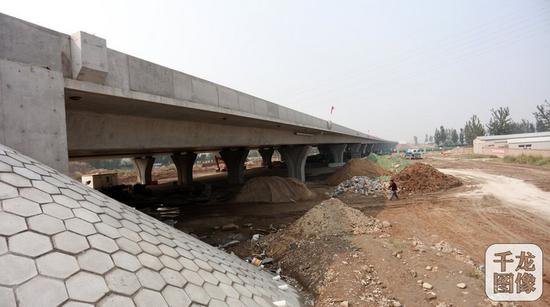 2016年9月23日,京台高速公路施工现场。千龙网记者 陈健男摄