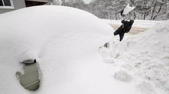 ▲2017年12月29日,賓夕法尼亞州大雪將車子嚴密覆蓋 圖據CNN