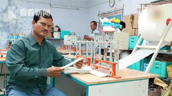 印度全民手举卫生巾拍照