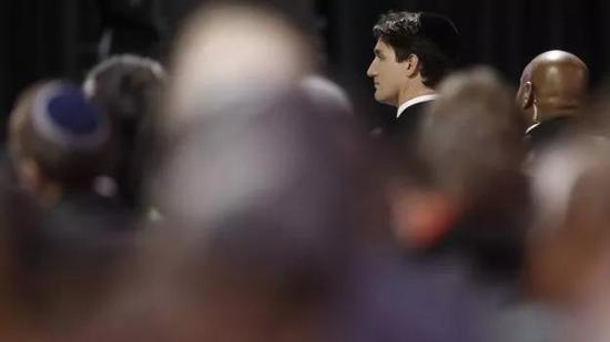 ▲加拿大总理特鲁多出席舍曼夫妇的追悼会。图据路透社