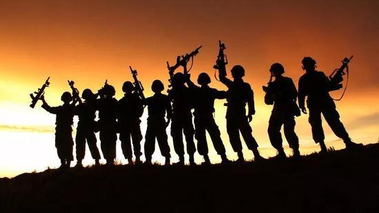 记者:未来陆军蓝军分队越来越多,会担忧被取代吗?