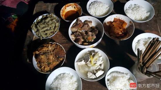 王福满家的年夜饭。