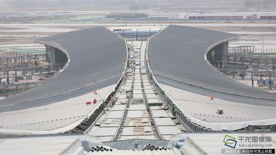 正在建设中的新机场(2月23日摄 图片来源:tuku.qianlong.com)。千龙网记者 陈健男摄