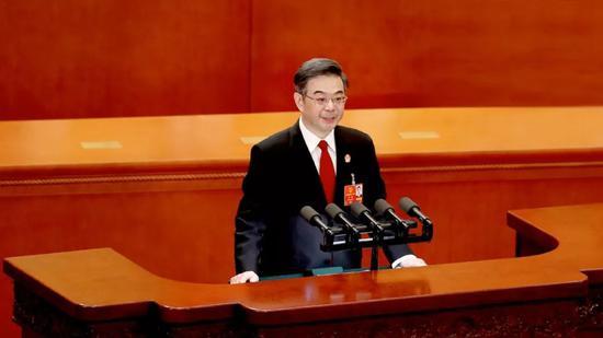 3月9日,最高人民法院院长周强在十三届全国人大一次会议第二次全体会议上作最高人民法院工作报告。 程国维 摄