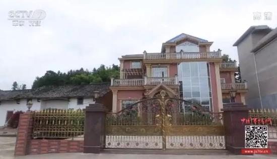 △曾某骗钱建的大别墅