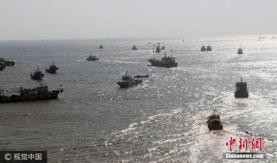 资料图:渔船出海。 图片来源:视觉中国