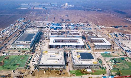 2月18日,雄安市民服务中心项目建设现场鸟瞰图。