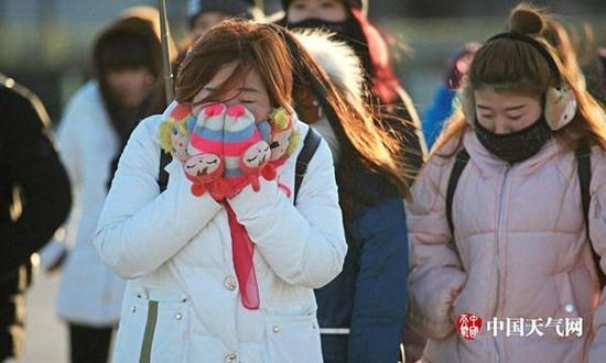 1月11日,北京天气寒冷,公众裹得严严实实。