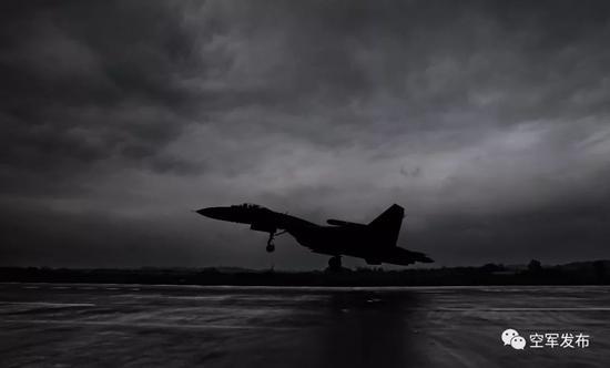 ▲3月7日,西部战区空军航空兵某旅组织复杂气象条件下飞行,锤炼全天候实战能力。
