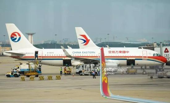 ▲资料图片:一架中国东方航空公司客机停靠在北京首都国际机场。(盖帝图像)