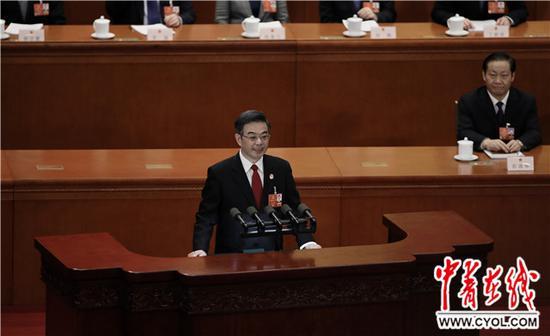 3月9日下午,十三届全国人大一次会议在北京人民大会堂举行第二次全体会议,最高人民法院院长周强作最高人民法院工作报告。中国青年报·中青在线记者 赵青/摄