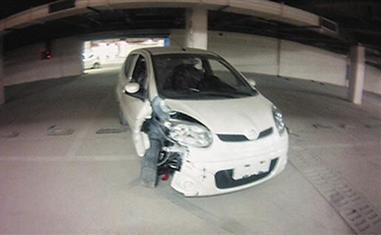 被小雨和他的小伙伴撞坏的电动车。 警方供图