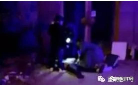 """▲安装工人坠楼后身亡。新京报""""我们视频""""截图"""