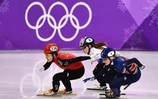 李靳宇在比赛中。