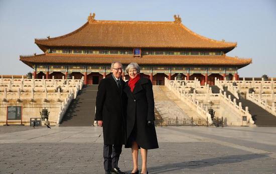 2018年2月1日,北京,英国首相特蕾莎・梅和丈夫菲利普参观故宫。 图片来源:视觉中国