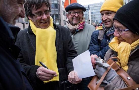 加泰罗尼亚前主席普伊格德蒙特也参加了此次的示威游行