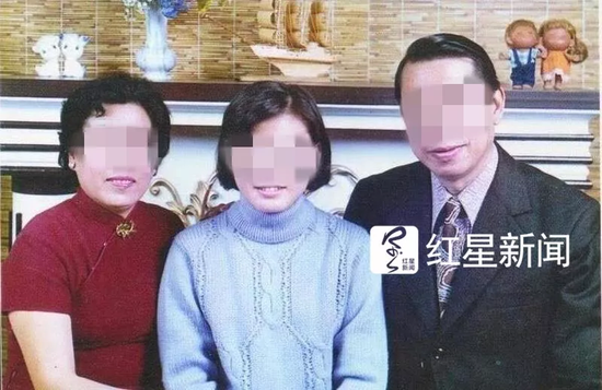 ▲Richard Lam提供的家人老照片,昔日一家人其乐融融 受访者供图