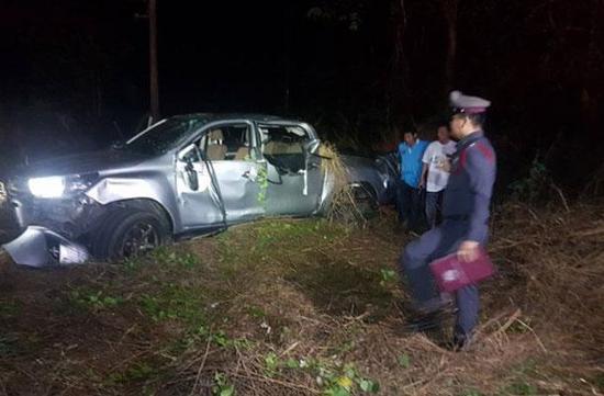 泰国一辆皮卡翻车致2死
