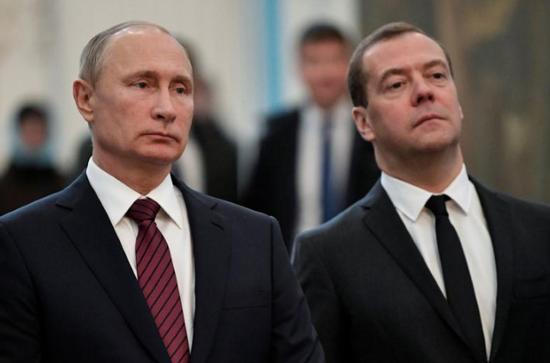 2017年11月15日,普京和梅德韦杰夫在莫斯科郊外参观新耶路撒冷修道院。