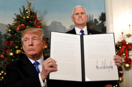 特朗普(左)与副总统彭斯(右)(图源:路透社)