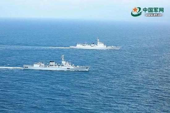 ▲11月22日,中国与巴基斯坦水师舰艇开展海上团结演练。(中国军网)
