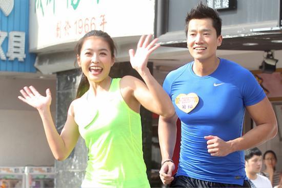 台湾艺人黄瑜娴与其丈夫何守正。(图片来源:台媒资料图)