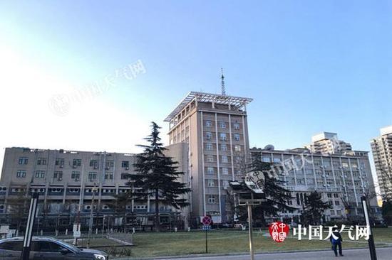明天凌晨,北京天空阴沉无云。