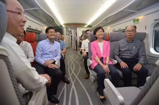 △林郑月娥又大赞高铁香港段列车