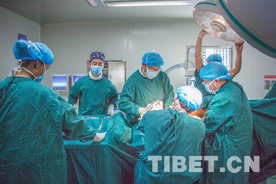 手术现场 摄影:赵耀