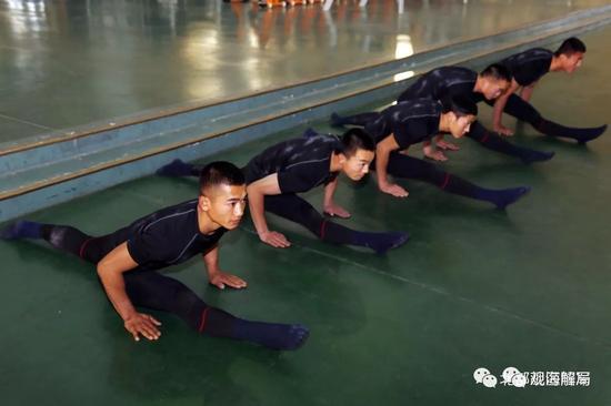 军营也能看到一字马 中国特种兵为啥练起瑜伽?莫言 红树林