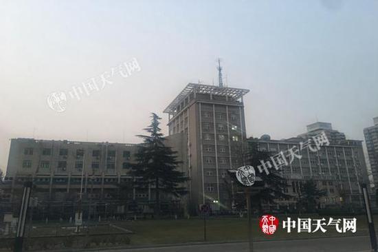 今天早上,北京有轻度霾。