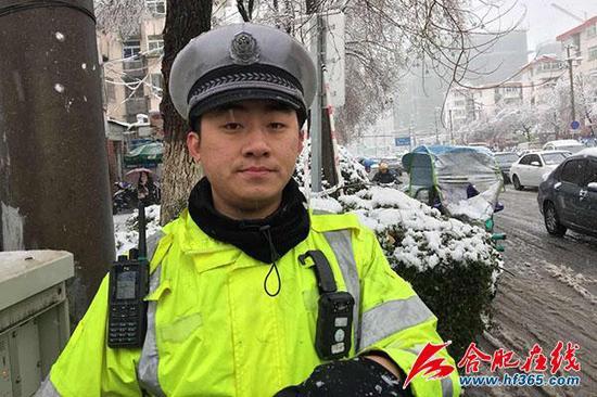 上游新闻:当了几年的协警呢?过去有没有类似的事情发生?