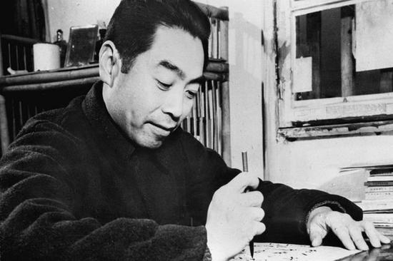 1945年8月,毛泽东与周恩来赴重庆谈判,右为美国驻华大使赫尔利。