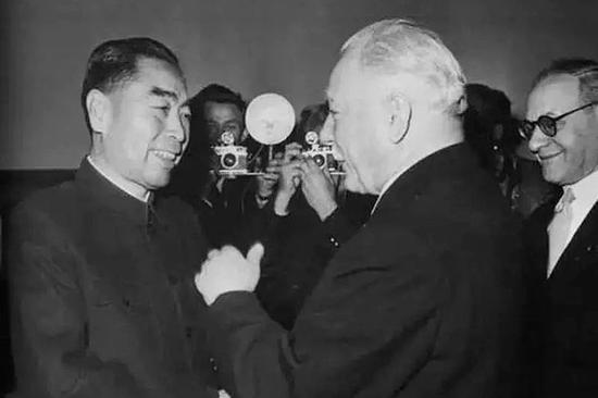 1957年1月,周恩来访问匈牙利。