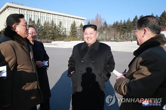 据朝中社1月12日报道,朝鲜劳动党委员长金正恩视察国家科学院。
