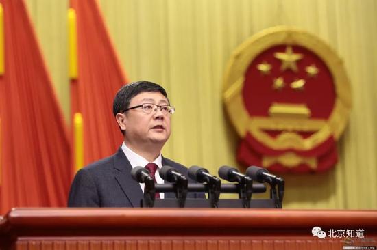 图为北京市代市长陈吉宁作政府工作报告。图片来源:千龙网