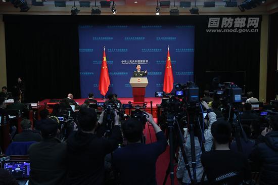 1月25日下午,国防部举行例行记者会,国防部新闻局局长、国防部新闻发言人吴谦大校答记者问。李晓伟 摄