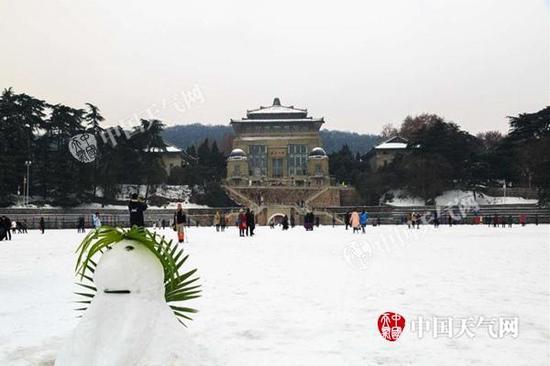 近日,湖北武汉出现强降雪,雪后武汉大学银装素裹。范宏飞 摄