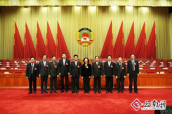新一届省政协领导合影 记者张彤摄