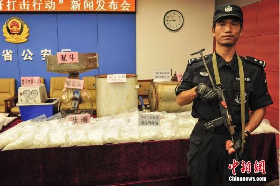 资料图:2015年,广东省公安厅展示的毒品涉案物品。相关行动共查处涉陆丰等毒品案件1334宗。中新社发 陈骥�F 摄