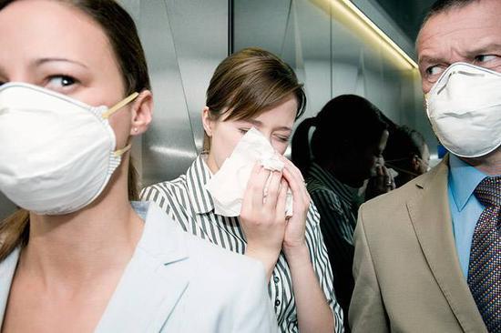 """人民日报海外版:是谁""""打垮""""了流感下的北京中年"""