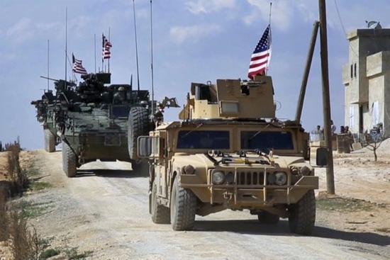"""资料图片:网络上流传的在叙利亚境内作战的美军""""斯特赖克""""及悍马战车。(图片来源于网络)"""