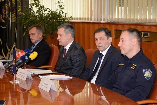 克罗地亚内政部召开新闻发布会。