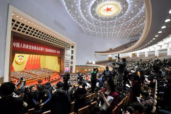 3月3日,中国人民政治协商会议第十三届全国委员会第一次会议在北京人民大会堂开幕。本报记者闫昭/摄
