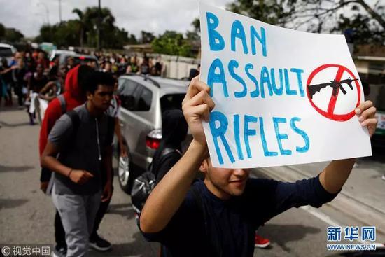 ▲资料图片:2018年2月21日,美国佛罗里达州,学生游行示威呼吁控枪。(视觉中国)
