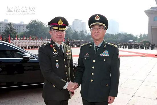 △去年8月21日下午,房峰辉以参谋长的职务最后一次公开露面,在八一大楼会见泰国武装部队最高司令素拉蓬。