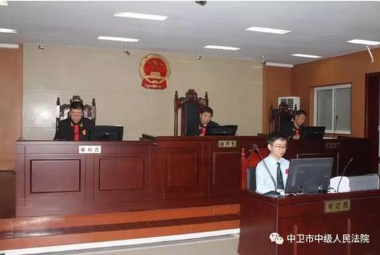 2017年8月28日,宁夏腾格里沙漠污染公益诉讼系列案在宁夏回族自治区中卫市中级人民法院调解结案。
