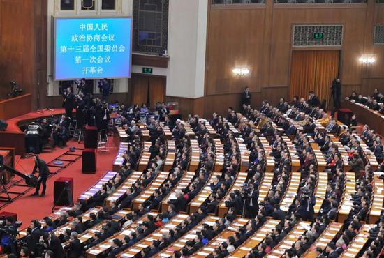 3月3日,中国人民政治协商会议第十三届全国委员会第一次会议在北京人民大会堂开幕。本报记者闫昭 摄