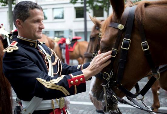 法国共和国卫队卫兵和马(资料图,来源《法国自由报》)